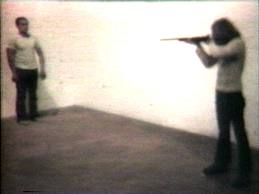 "La célebre ""performance"" de Chris Burden: ""Shot"" (disparo)"